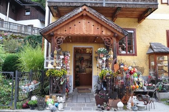 Ngắm nhìn vẻ đẹp tựa thiên đường của thị trấn bên hồ Hallstatt - Ảnh 4.