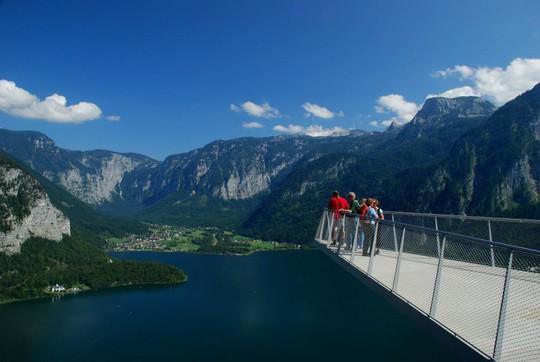 Ngắm nhìn vẻ đẹp tựa thiên đường của thị trấn bên hồ Hallstatt - Ảnh 7.