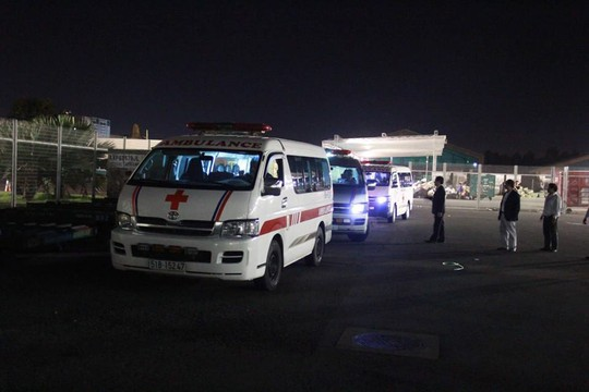Chuyến bay đưa thi thể 3 du khách tử vong ở Ai Cập về đến TP HCM - Ảnh 3.