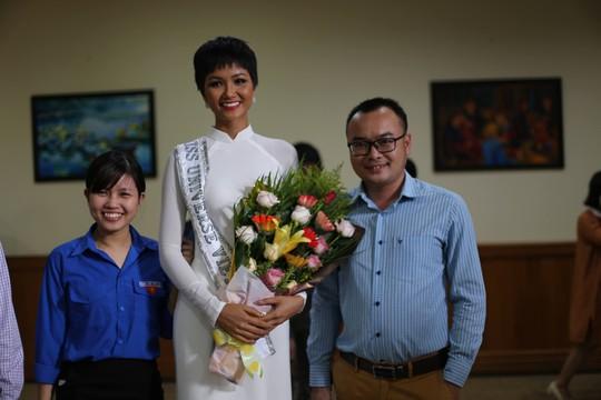 Hoa hậu H'Hen Niê về quê với nhiều dự án thiện nguyện - Ảnh 3.