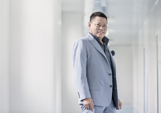 Tỉ phú Hoàng Kiều đòi Sky Music trả tác quyền 150.000 USD/bài hát - Ảnh 1.