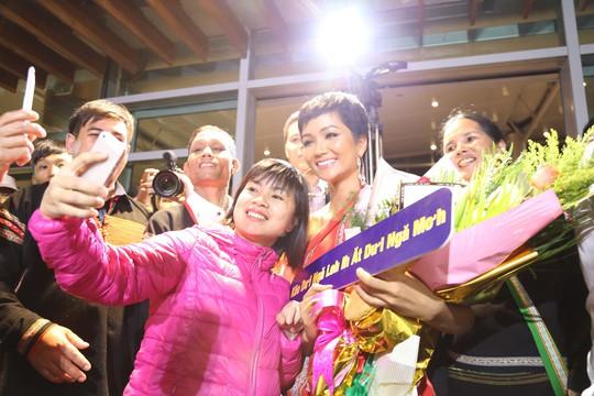 Hoa hậu H'Hen Niê về quê với nhiều dự án thiện nguyện - Ảnh 6.