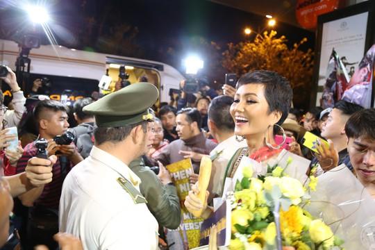Hoa hậu H'Hen Niê về quê với nhiều dự án thiện nguyện - Ảnh 5.
