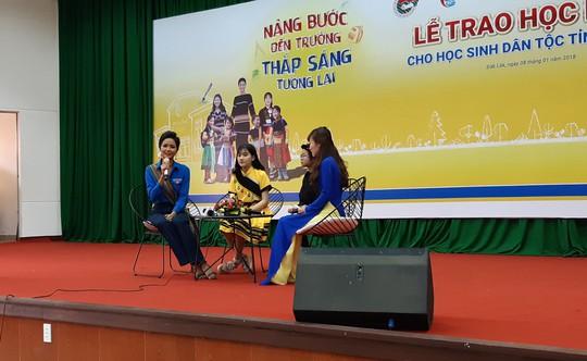 Hoa hậu H'Hen Niê: Đừng nhìn lại đằng sau hay cúi xuống - Ảnh 2.