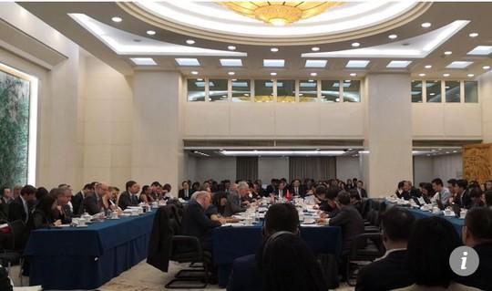 Vị khách bất ngờ xuất hiện trong đàm phán thương mại Mỹ-Trung - Ảnh 2.