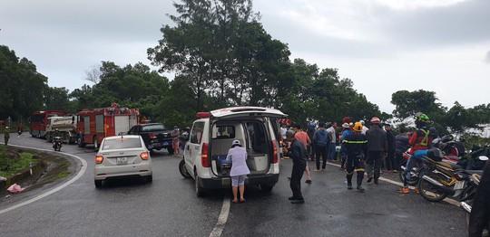Xe khách rơi xuống vực đèo Hải Vân, hơn 20 giáo viên và sinh viên bị thương - Ảnh 5.