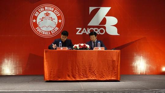 Hãng thời trang Hàn Quốc tài trợ cho CLB TP HCM - Ảnh 1.