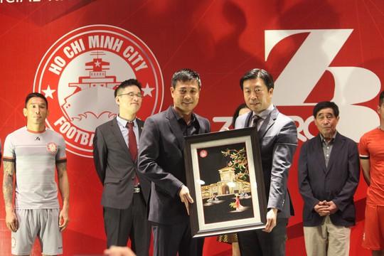 Hãng thời trang Hàn Quốc tài trợ cho CLB TP HCM - Ảnh 3.