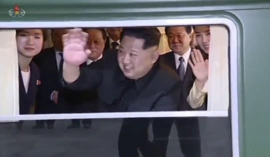 Ông Kim Jong-un bí mật đáp tàu tới Trung Quốc trong đêm - Ảnh 1.