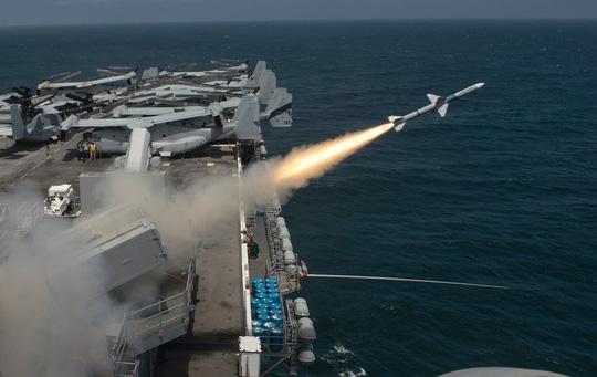 Bị tướng Trung Quốc dọa đánh chìm tàu sân bay, Mỹ sẽ làm gì? - Ảnh 2.