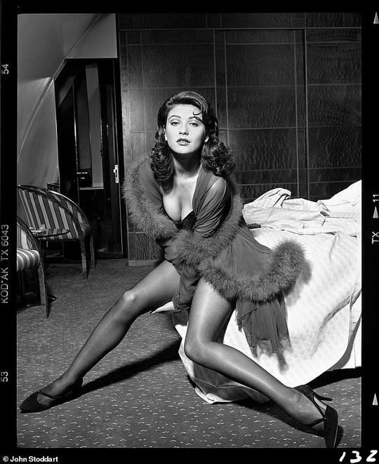 Những bức ảnh đen trắng hút hồn trước khi các ngôi sao Hollywood thành danh - Ảnh 1.