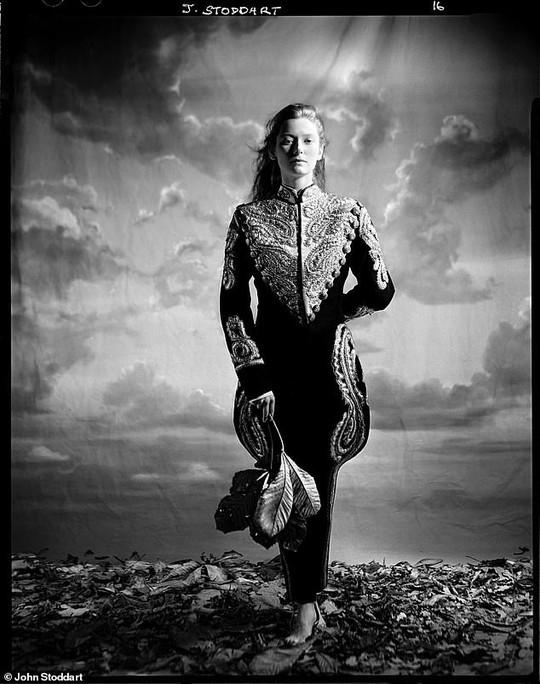 Những bức ảnh đen trắng hút hồn trước khi các ngôi sao Hollywood thành danh - Ảnh 4.
