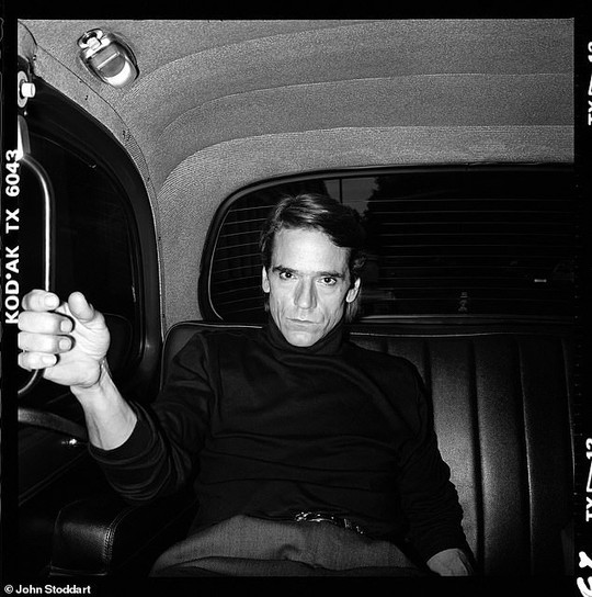 Những bức ảnh đen trắng hút hồn trước khi các ngôi sao Hollywood thành danh - Ảnh 9.