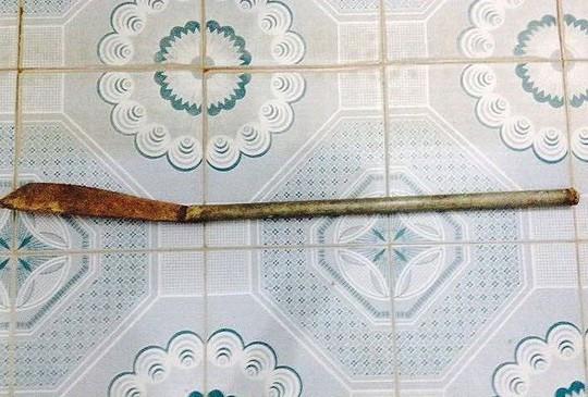 """Cầm dao dài 1 m xông vào trụ sở phường tìm chủ tịch để """"nói chuyện"""" - Ảnh 1."""