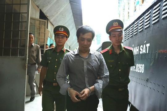 Cựu Tổng Giám đốc VN Pharma bị tuyên phạt 17 năm tù - Ảnh 2.