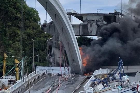 Đài Loan: Cầu vòm lớn sập xuống cảng cá có người Việt Nam làm việc - Ảnh 3.