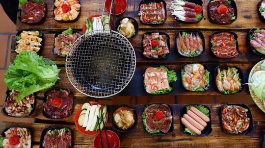Kinh doanh buffet ở Việt Nam: Tưởng không lãi mà lãi không tưởng! - Ảnh 1.
