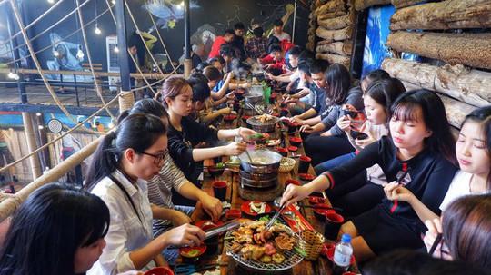 Kinh doanh buffet ở Việt Nam: Tưởng không lãi mà lãi không tưởng! - Ảnh 2.
