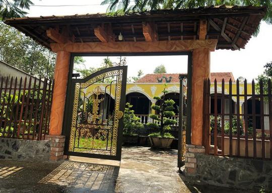 Choáng trước kho đồ cổ cất trong 1 ngôi nhà ở Lai Vung - Ảnh 1.