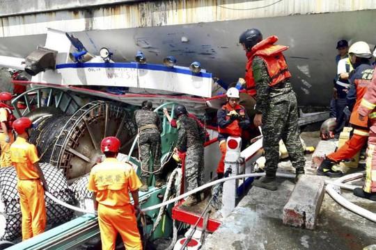 Đài Loan: Cầu vòm lớn sập xuống cảng cá có người Việt Nam làm việc - Ảnh 2.
