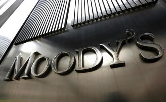 Moody's hạ triển vọng Việt Nam xuống Tiêu cực, Bộ Tài chính nói không xác đáng - Ảnh 1.