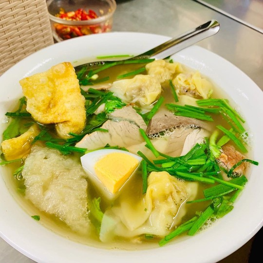 5 địa chỉ ăn mì vằn thắn ngon cho ngày se lạnh ở Hà Nội - Ảnh 2.