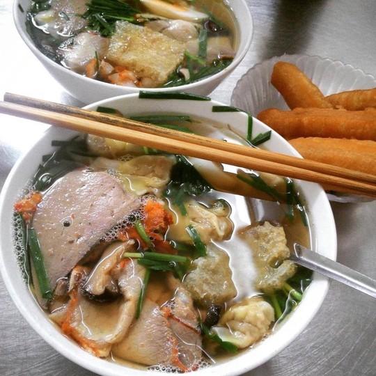 5 địa chỉ ăn mì vằn thắn ngon cho ngày se lạnh ở Hà Nội - Ảnh 3.