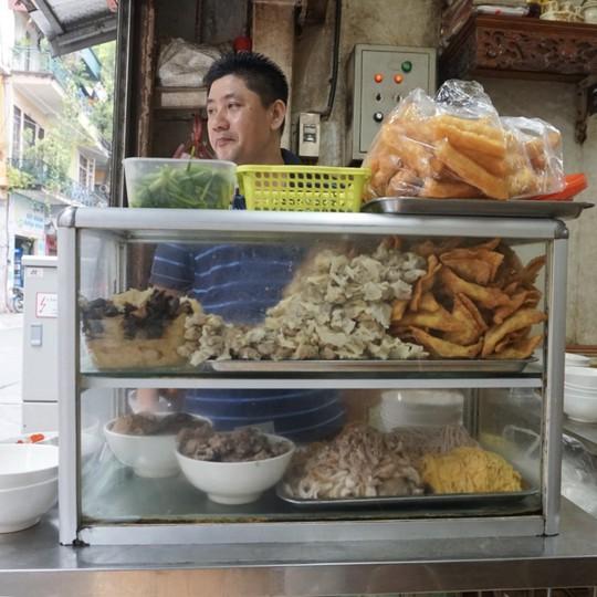 5 địa chỉ ăn mì vằn thắn ngon cho ngày se lạnh ở Hà Nội - Ảnh 7.