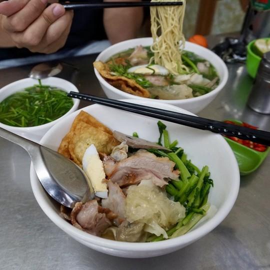 5 địa chỉ ăn mì vằn thắn ngon cho ngày se lạnh ở Hà Nội - Ảnh 8.