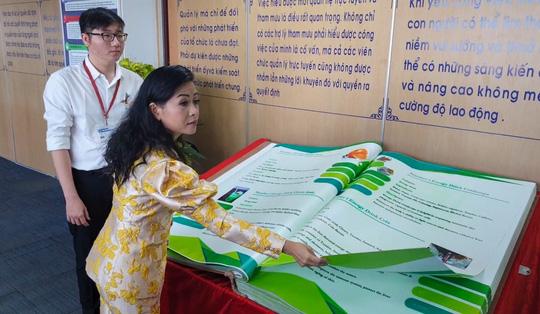 Quyển sách chứa ngân hàng sản phẩm nước giải khát đạt kỷ lục Việt Nam - Ảnh 1.