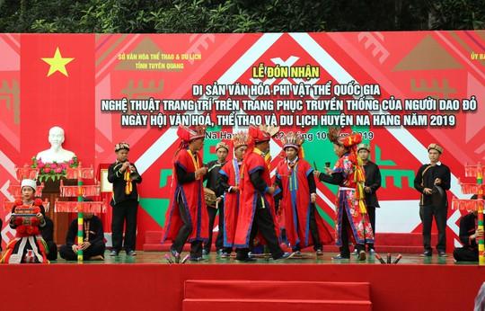 Bí quyết đưa thuật trang trí trên trang phục truyền thống của người Dao đỏ thành di sản quốc gia - Ảnh 2.
