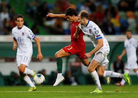 Ronaldo ghi bàn thứ 699, Bồ Đào Nha chờ chung kết sớm bảng B - Ảnh 7.
