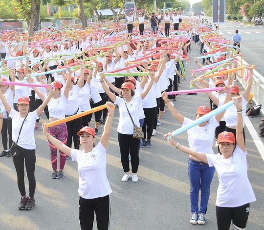 800 phụ nữ thể hiện khỏe, đẹp tự tin - Ảnh 1.