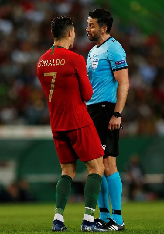 Ronaldo ghi bàn thứ 699, Bồ Đào Nha chờ chung kết sớm bảng B - Ảnh 3.