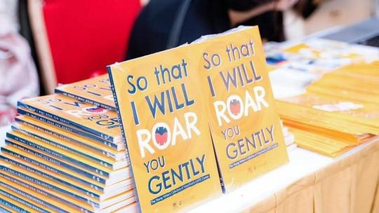 Học sinh Vinschool ra mắt sách viết bằng tiếng Anh - Ảnh 2.