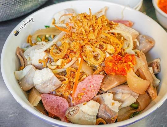 Bún mắm lòng và loạt món ăn ngon không thể bỏ qua ở Đà Nẵng - Ảnh 1.