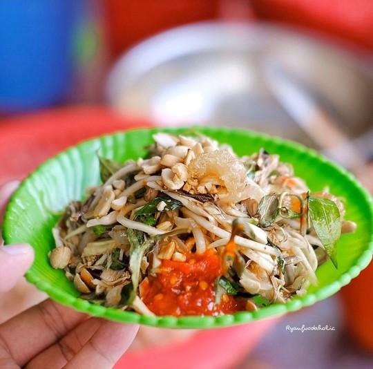 Bún mắm lòng và loạt món ăn ngon không thể bỏ qua ở Đà Nẵng - Ảnh 2.