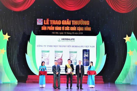 """Herbalife Việt Nam nhận giải thưởng """"Sản phẩm vàng vì sức khỏe cộng đồng"""" năm 2019 - Ảnh 2."""