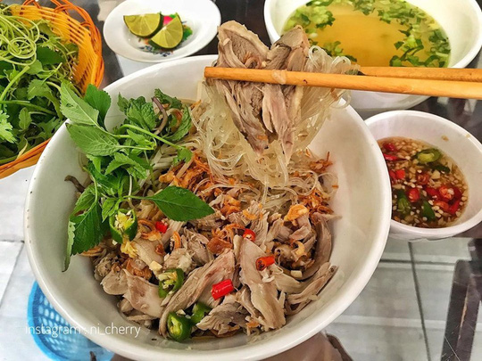 Bún mắm lòng và loạt món ăn ngon không thể bỏ qua ở Đà Nẵng - Ảnh 4.