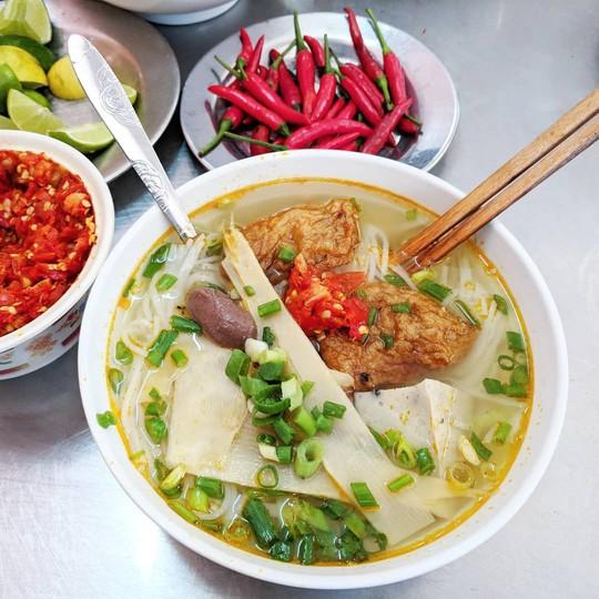 Bún mắm lòng và loạt món ăn ngon không thể bỏ qua ở Đà Nẵng - Ảnh 10.