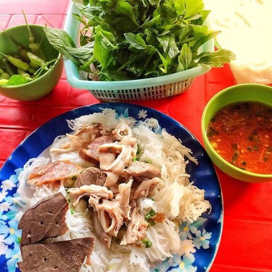 Răng mực và những món ngon Phan Thiết hút tín đồ ẩm thực - Ảnh 1.