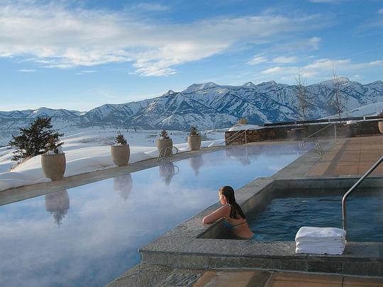 5 khách sạn biệt lập trên núi thu hút khách du lịch - Ảnh 4.