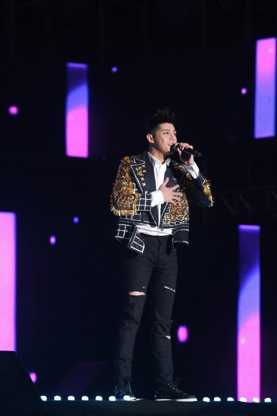 Noo Phước Thịnh trình diễn trên sân vận động 25.000 khán giả ở Hàn Quốc - Ảnh 1.