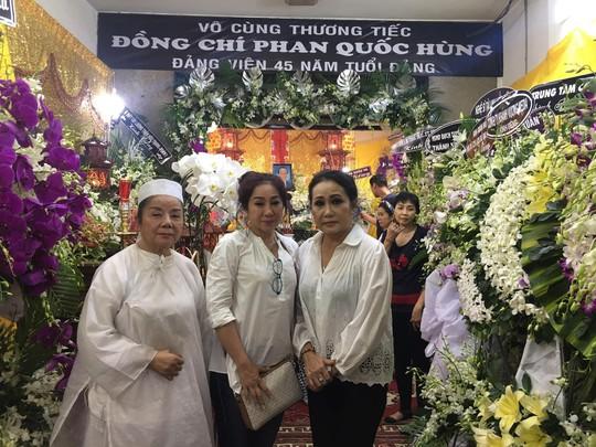 Di quan trong ngày sinh nhật, đồng nghiệp thương tiếc nghệ sĩ Phan Quốc Hùng - Ảnh 1.