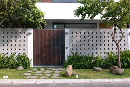 Ngôi nhà tại TP HCM sở hữu không gian đẹp từ ngoài vào trong - Ảnh 1.