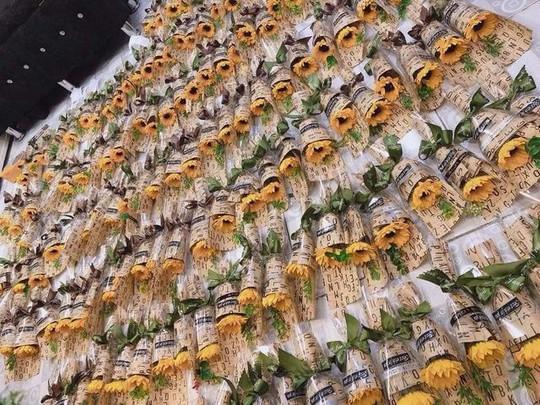 Bán hoa tự gấp lãi 30 triệu đồng mùa kinh doanh 20/10 - Ảnh 5.