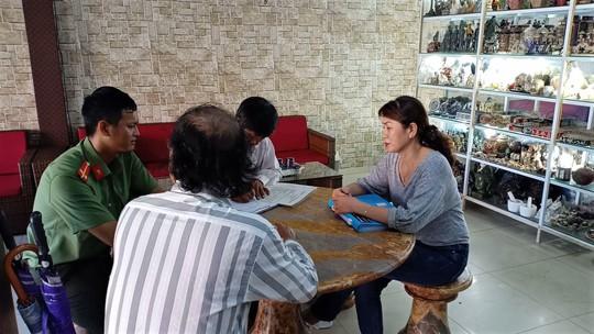 Xử phạt 30 cơ sở ghi bảng quảng cáo toàn chữ nước ngoài tại phố Trung Quốc Đà Nẵng - Ảnh 4.