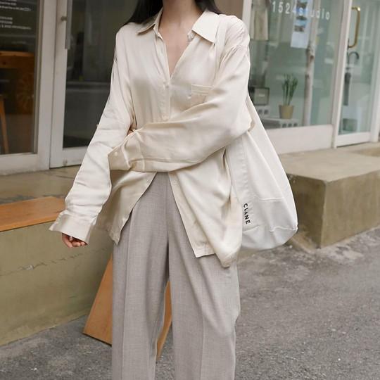 4 kiểu áo trắng chưa bao giờ lỗi mốt dành cho chị em công sở - Ảnh 4.