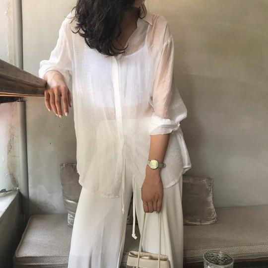 4 kiểu áo trắng chưa bao giờ lỗi mốt dành cho chị em công sở - Ảnh 6.