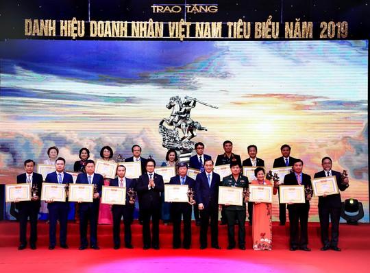 Chủ tịch Tập đoàn BRG, Madame Nguyễn Thị Nga được vinh danh Doanh nhân Việt Nam tiêu biểu - Cúp Thánh Gióng - Ảnh 2.